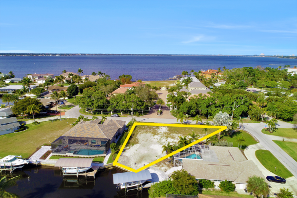 486 Keenan Ave Fort Myers, FL 33919 (3)_outlined